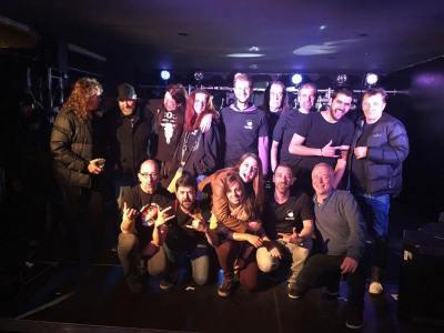 L'équipe du Belvédère avec Phil Rudd et son groupe - by Vincent Vandenbranden